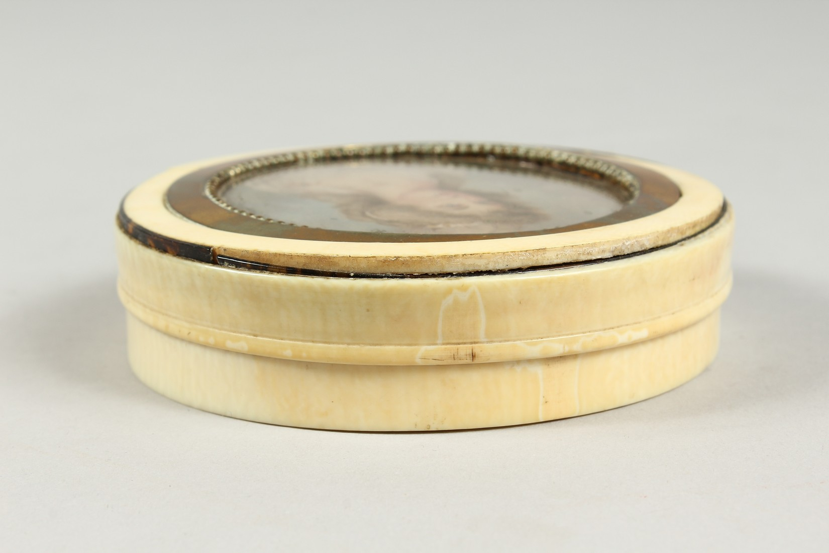 A GEORGIAN IVORY CIRCULAR BOX, the top painted with a portrait of Lady Mary Onslow. 3.75ins - Image 3 of 8