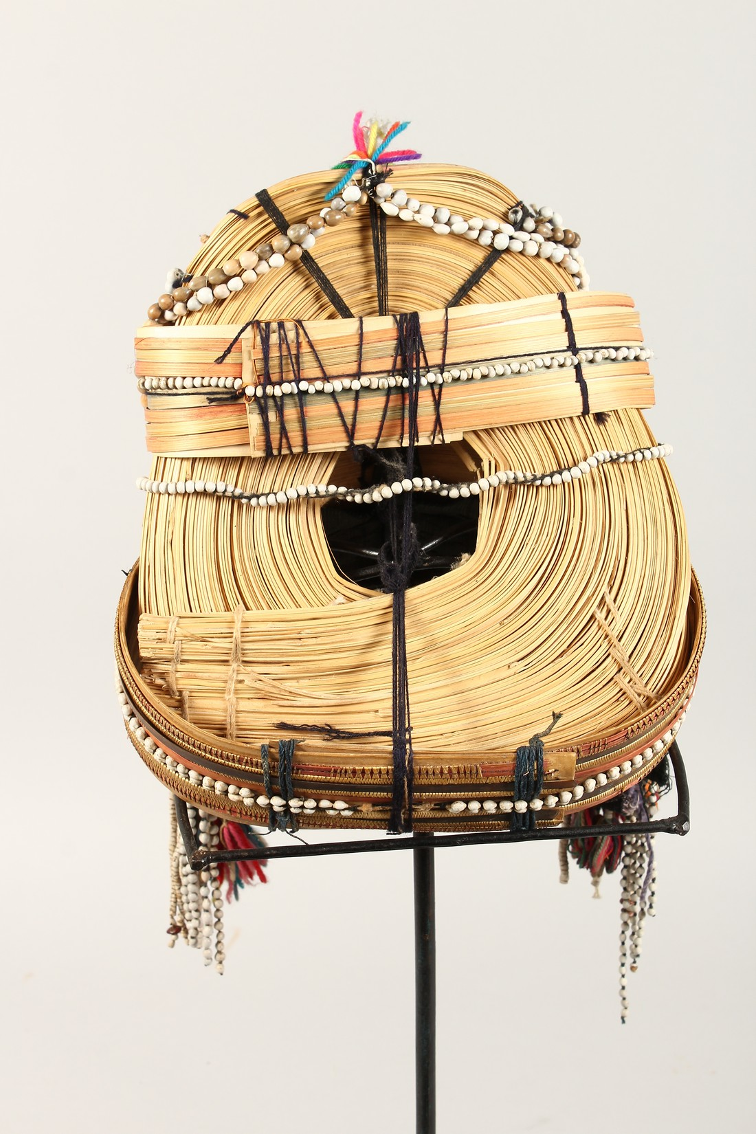 A PERUVIAN HEADRESS AND STAND - Image 4 of 6