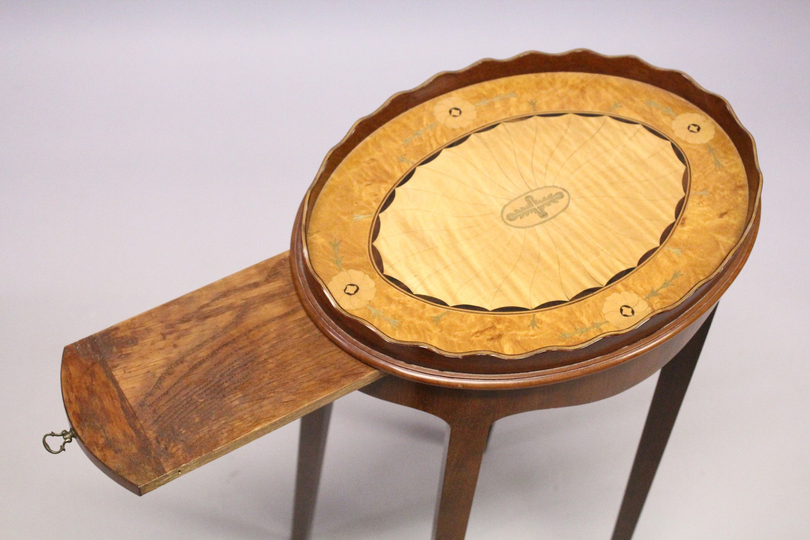 A GEORGIAN STYLE SATINWOOD AND MAHOGANY OVAL URN STAND on tapering legs. 1ft 2ins wide, 2ft 4ins - Image 4 of 4