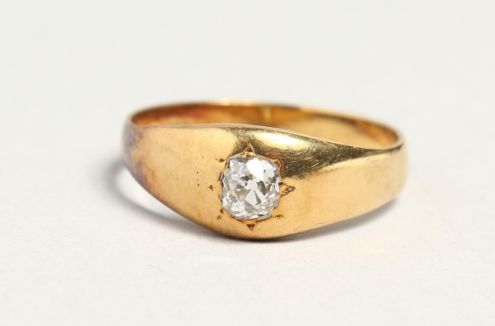 AN 18CT GOLD DIAMOND SET RING.