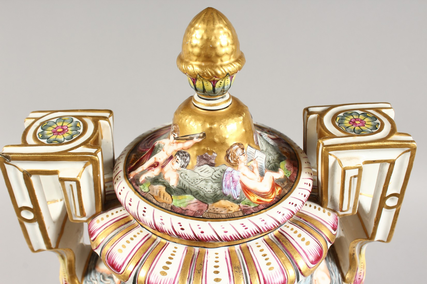A SUPERB LARGE CAPODIMONTE TWO HANDLED URN SHAPE VASE AND COVER with gilt ground, with classical - Image 13 of 17