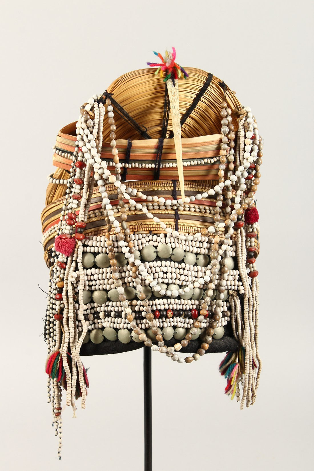 A PERUVIAN HEADRESS AND STAND - Image 2 of 6