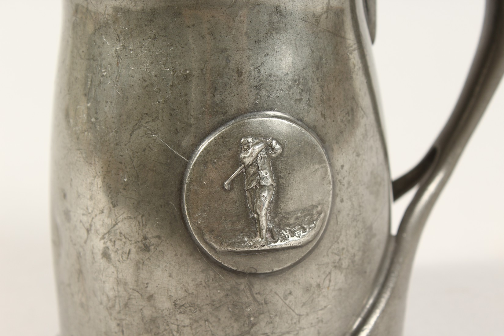 A TUDRIC ARCHIBALD KNOX PEWTER TANKARD with an oval of a golfer No. 066 4.25ins high. - Image 2 of 6