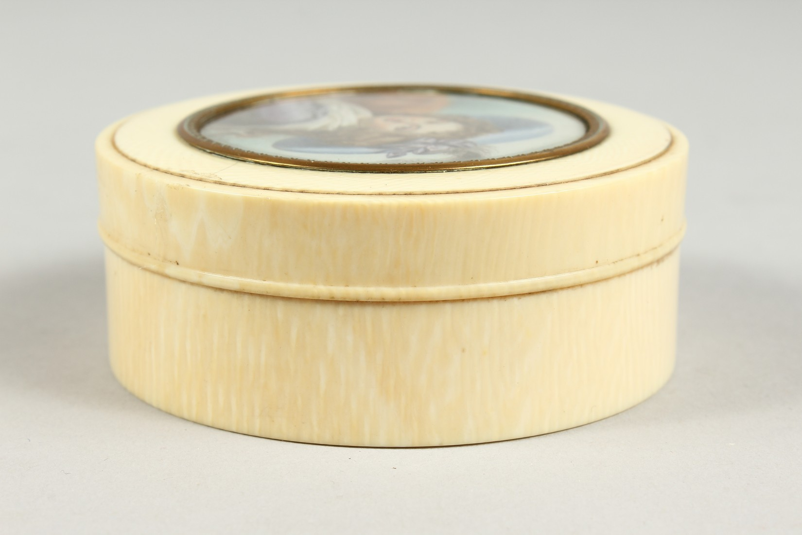 A GEORGIAN IVORY CIRCULAR BOX, the top painted with a portrait of a young lady in a plumed hat. 3ins - Image 5 of 8