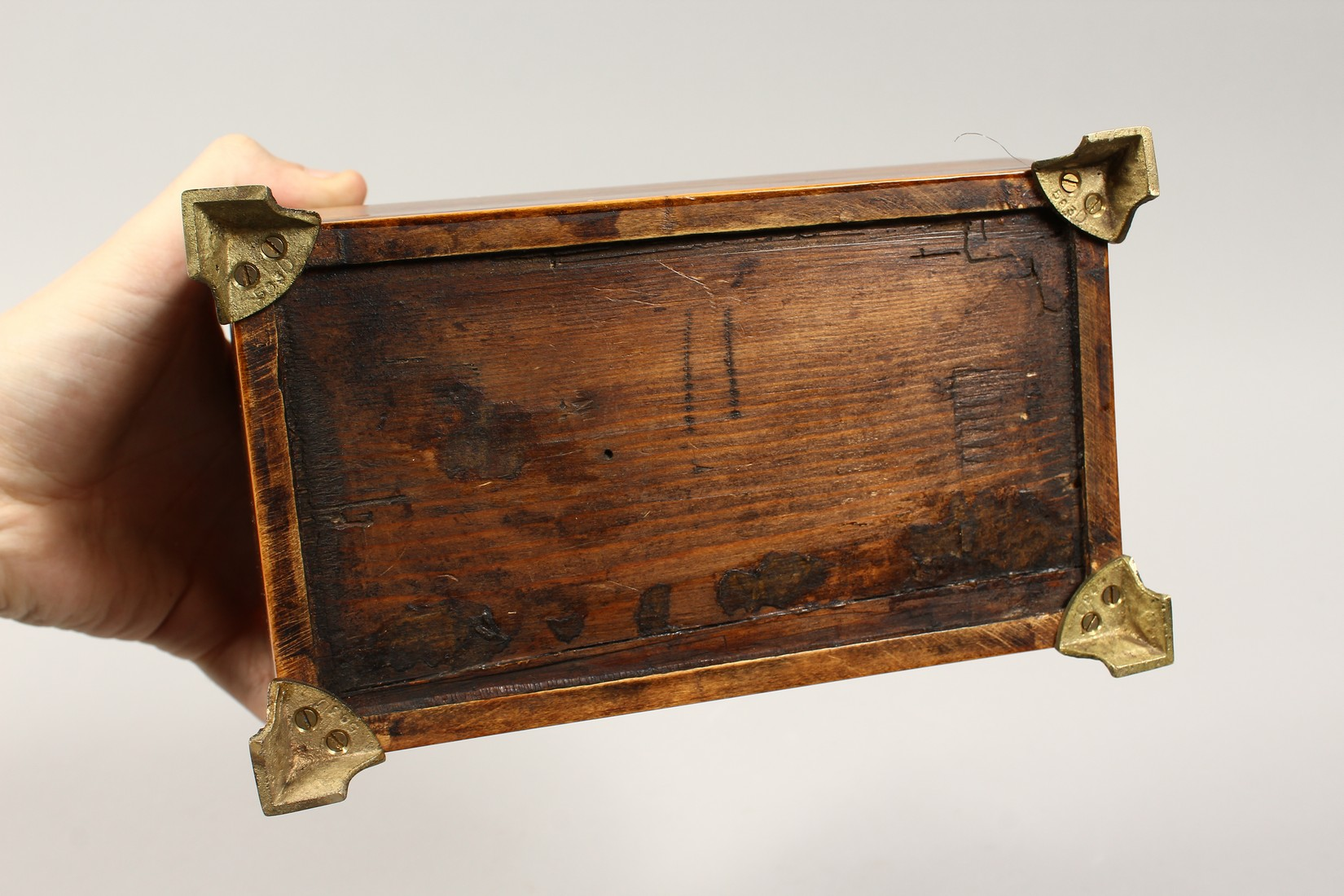 A REGENCY ROSEWOOD DOMED TOP TWO DIVISION TEA CADDY with iron escutcheon on brass bracket feet. 7. - Image 7 of 7