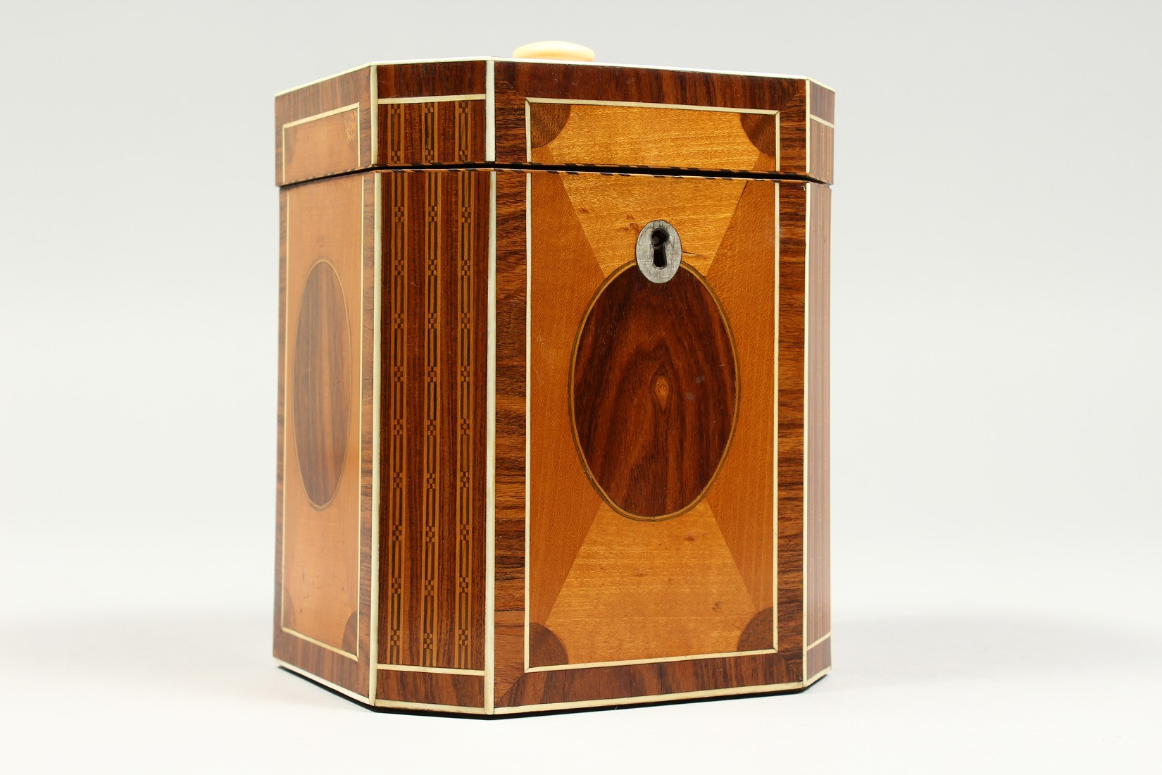 A SUPERB GEORGE III SATINWOOD BANDED TEA CADDY with rosewood and ivory canted corners and ivory - Image 2 of 9