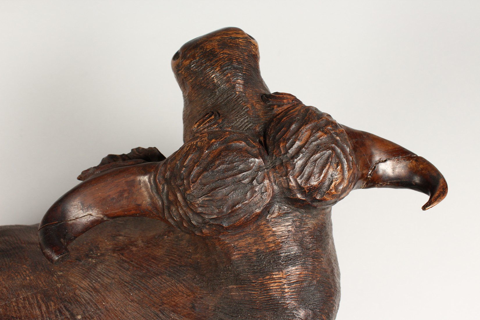 A HEAVY CARVED WOODEN OX. 2ft long. - Image 4 of 7