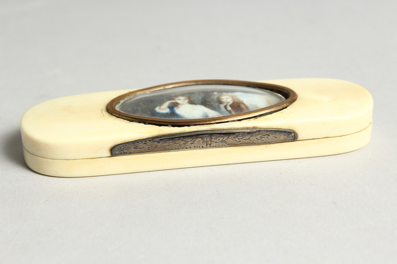 A GEORGIAN IVORY LONG PINBOX, the top with an oval, lady and young boy. 4ins long. - Image 3 of 6
