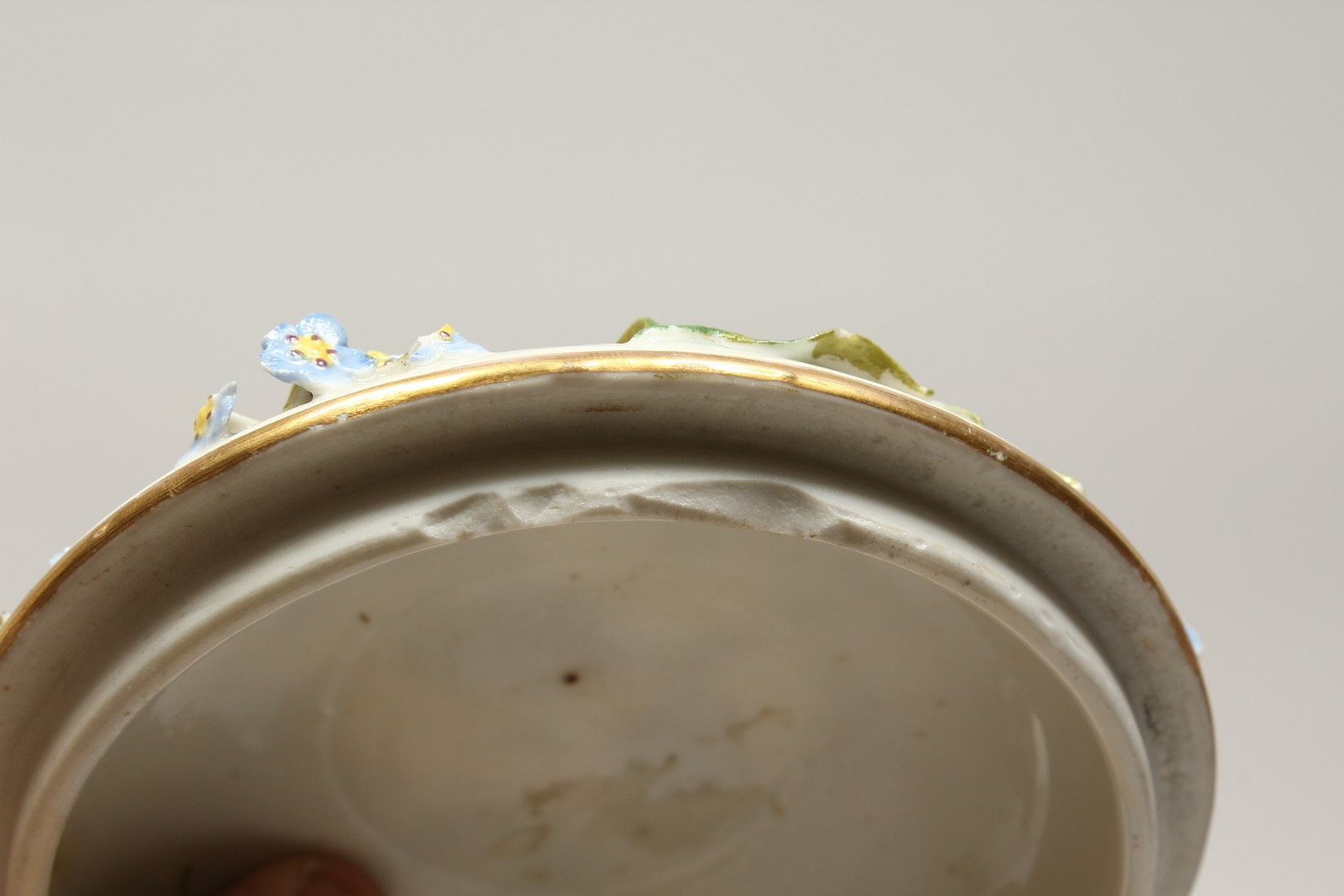 A DRESDON CIRCULAR BOWL AND COVER painted with moths and encrusted with flowers. 4.5ins diameter. - Image 8 of 8