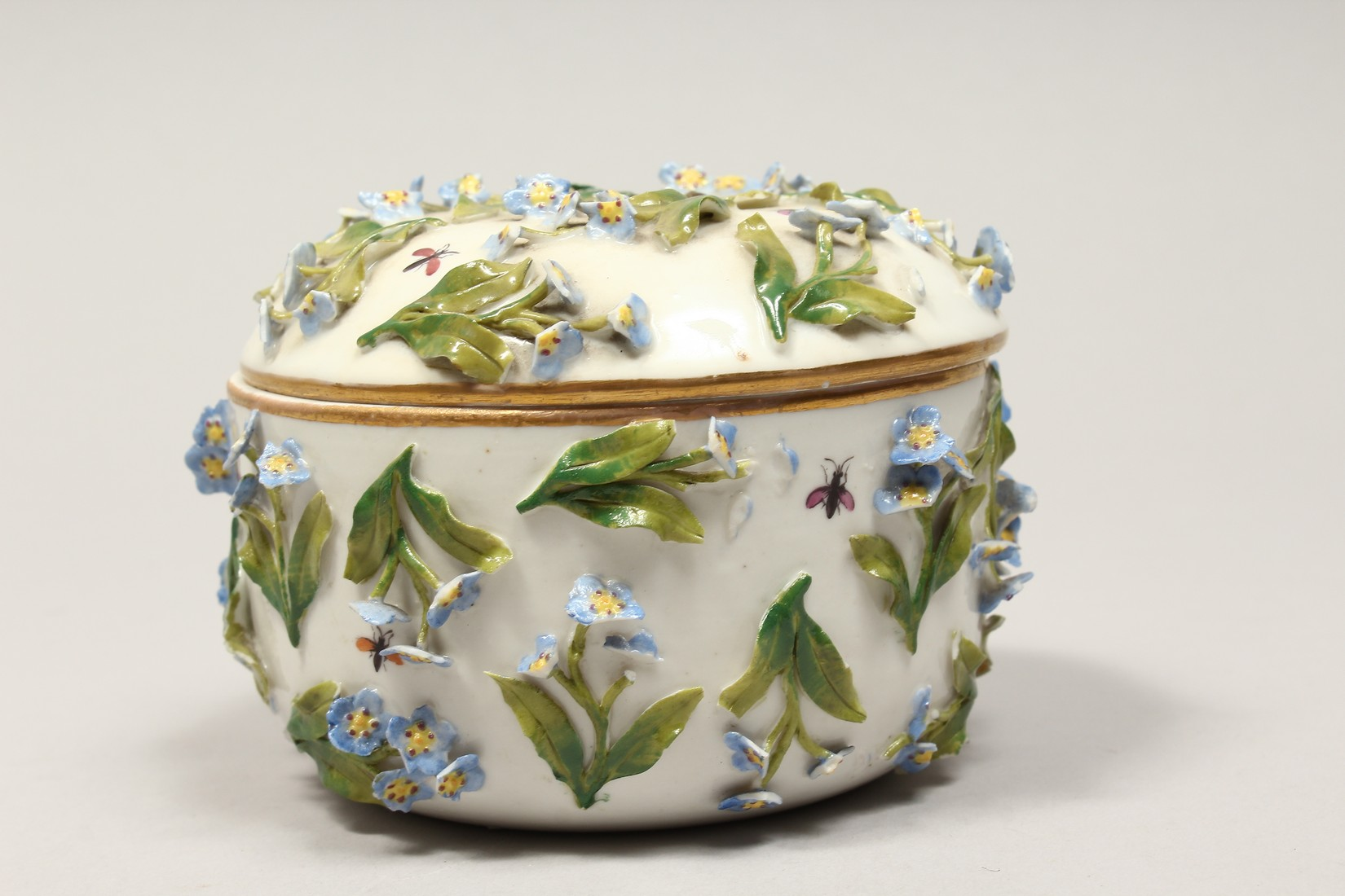 A DRESDON CIRCULAR BOWL AND COVER painted with moths and encrusted with flowers. 4.5ins diameter. - Image 3 of 8