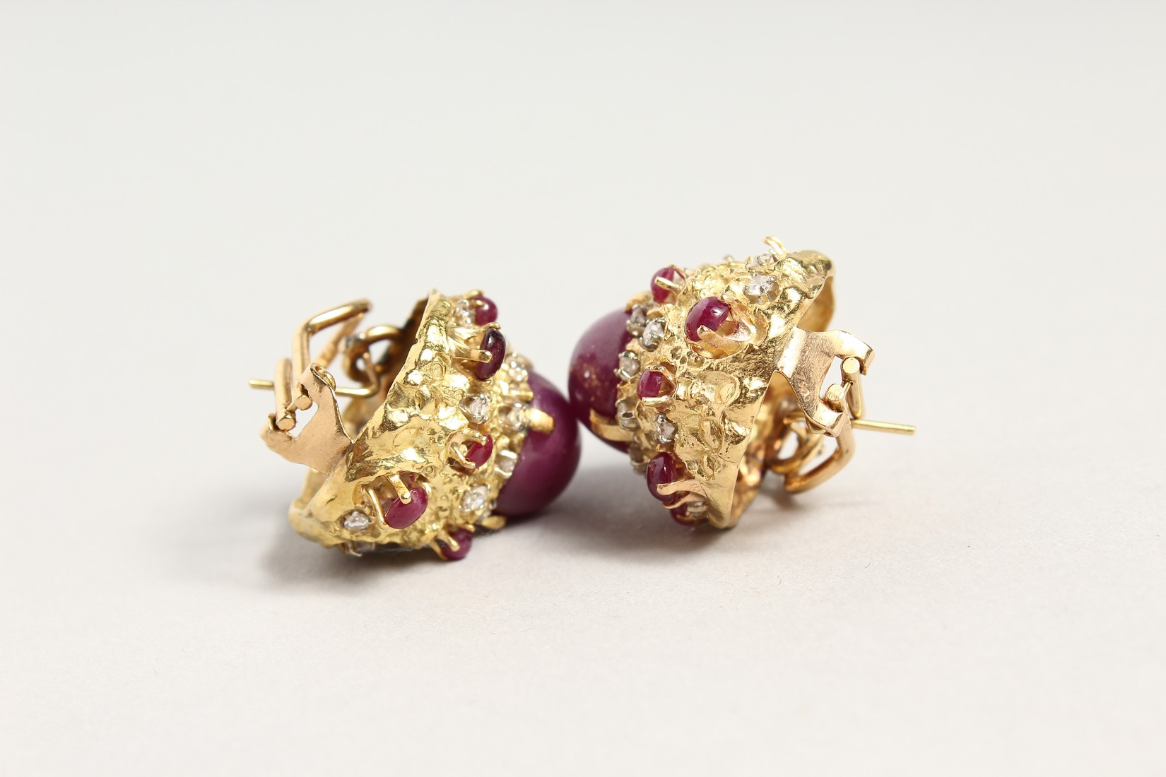 A SUPERB PAIR OF 18CT GOLD CARBOUCHON RUBY AND DIAMOND CLIP EARRINGS. - Image 3 of 4