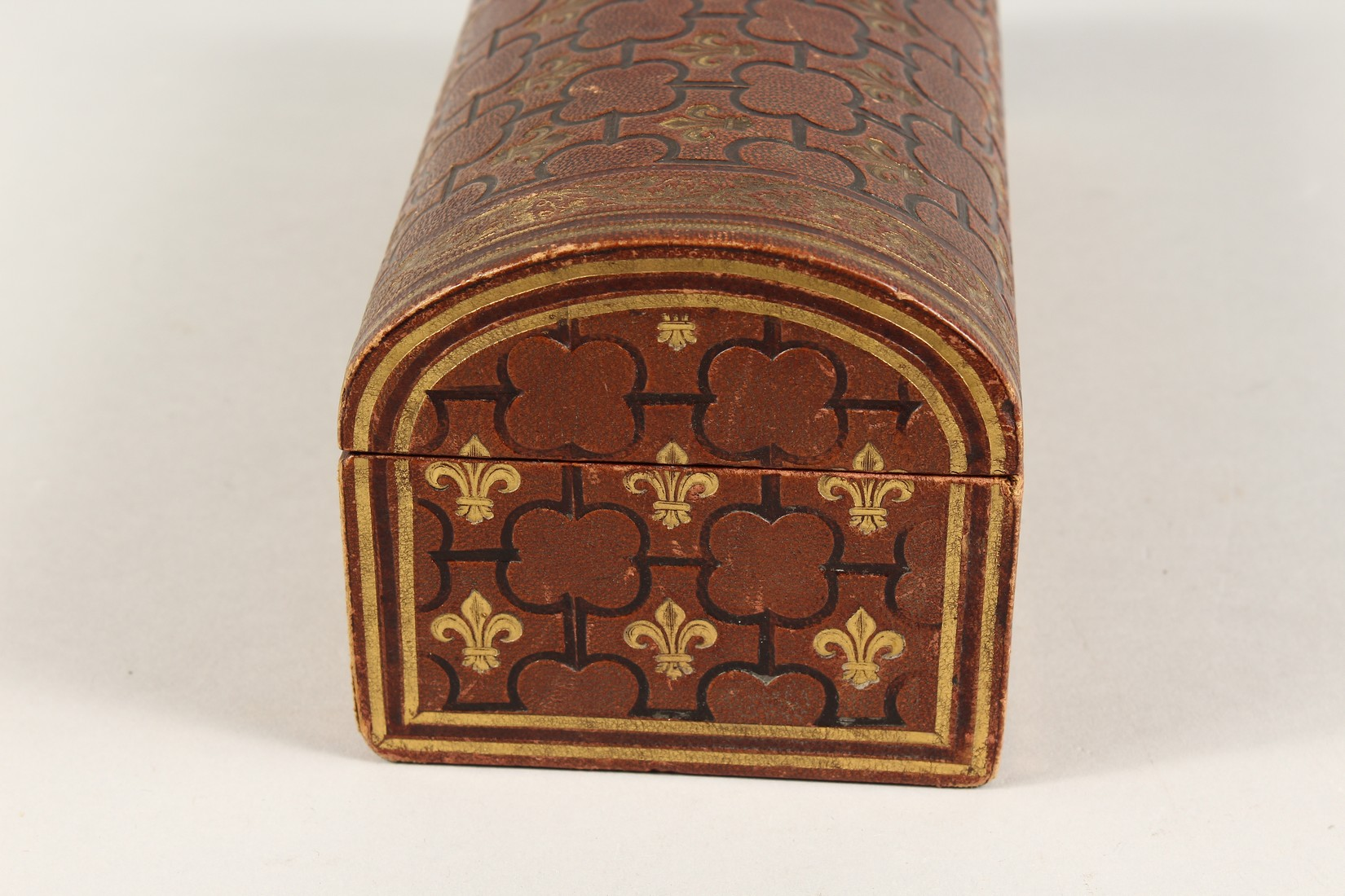 A FRENCH FLEUR D LYS DOMED LEATHER BOX 9.5ins long - Image 2 of 5