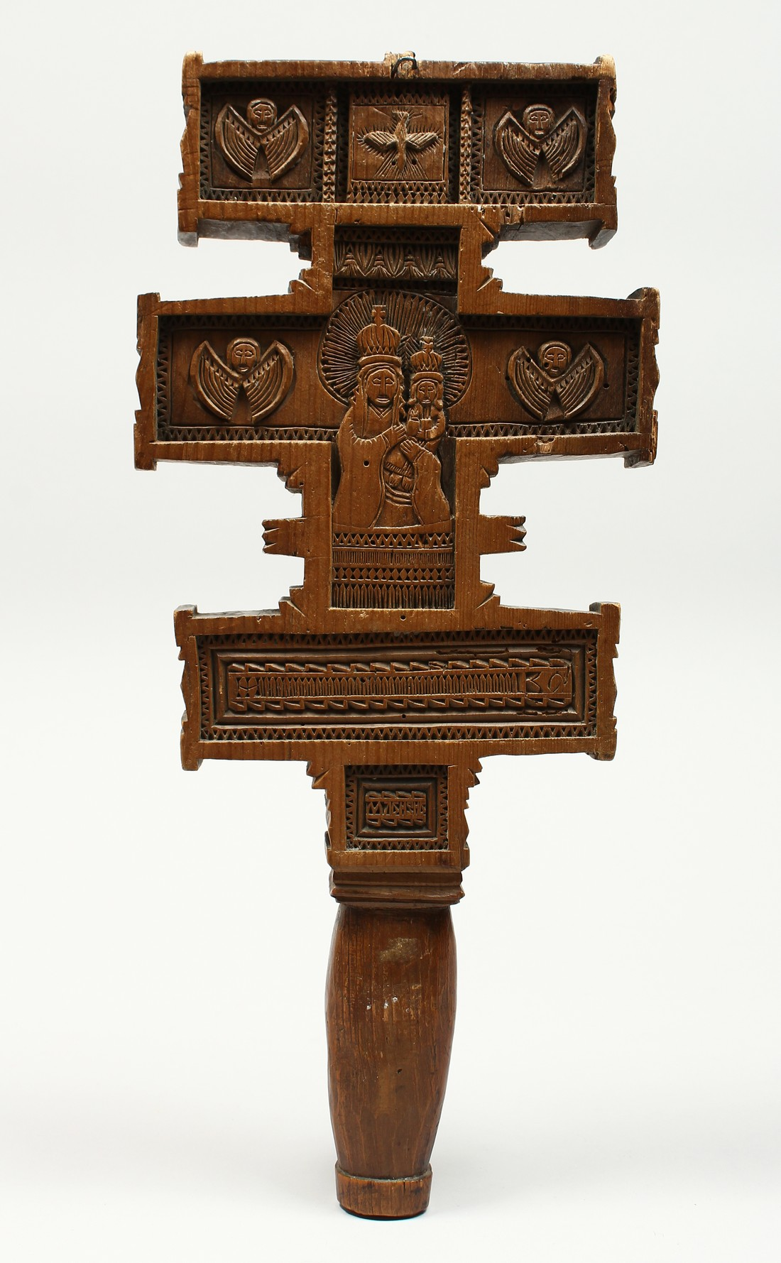 AN 18TH CENTURY GREEK CARVED WOODEN CROSS. 15ins long.