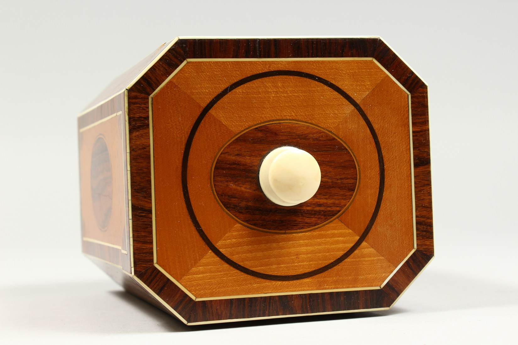 A SUPERB GEORGE III SATINWOOD BANDED TEA CADDY with rosewood and ivory canted corners and ivory - Image 6 of 9