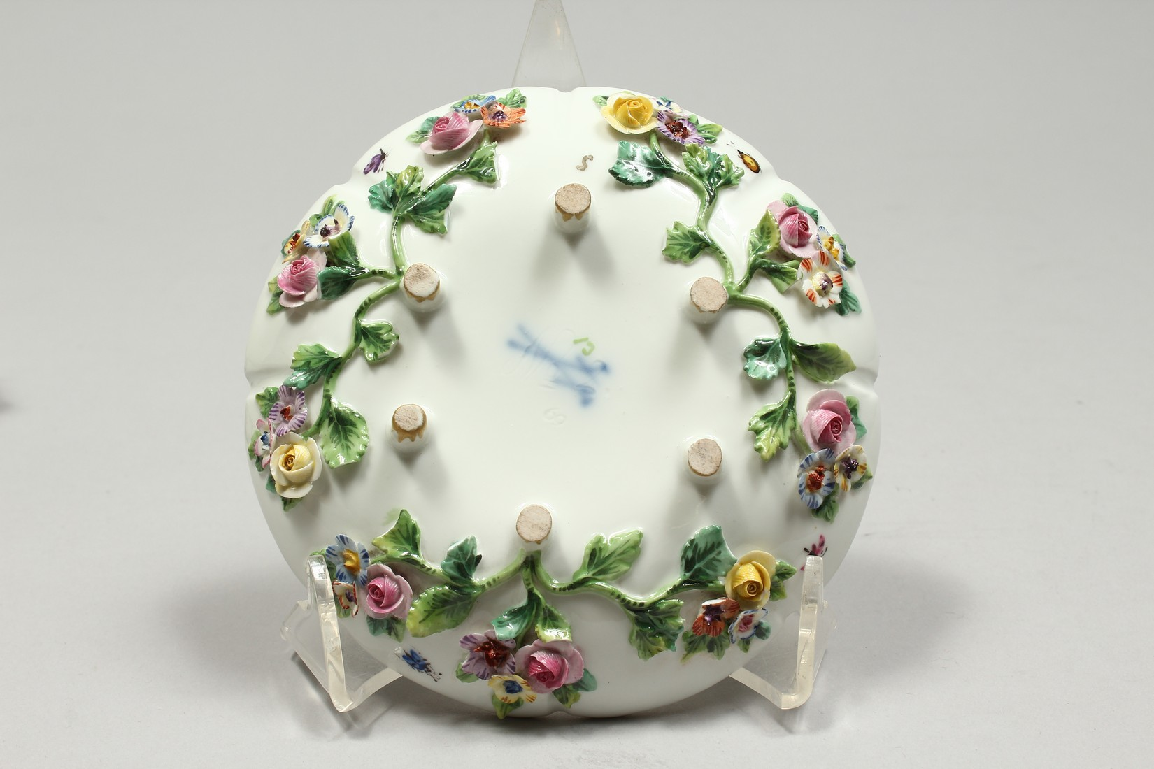 TWO MEISSEN PORCELAIN CUPS AND SAUCERS AND A SAUCER, encrusted with flowers and painted with - Image 11 of 16