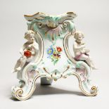 A 19TH CENTURY MEISSE4N PORCELAIN STAND edged in gilt and mounted with three cupids. Cross swords