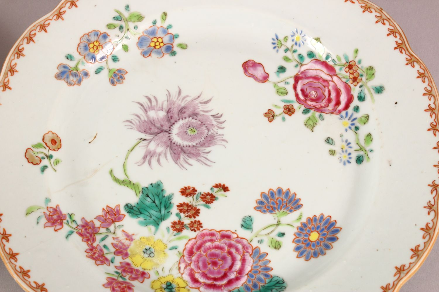 A SET OF FOUR 18TH / 19TH CENTURY CHINESE FAMILLE ROSE PLATES, with floral decoration, 23cm - Image 3 of 6