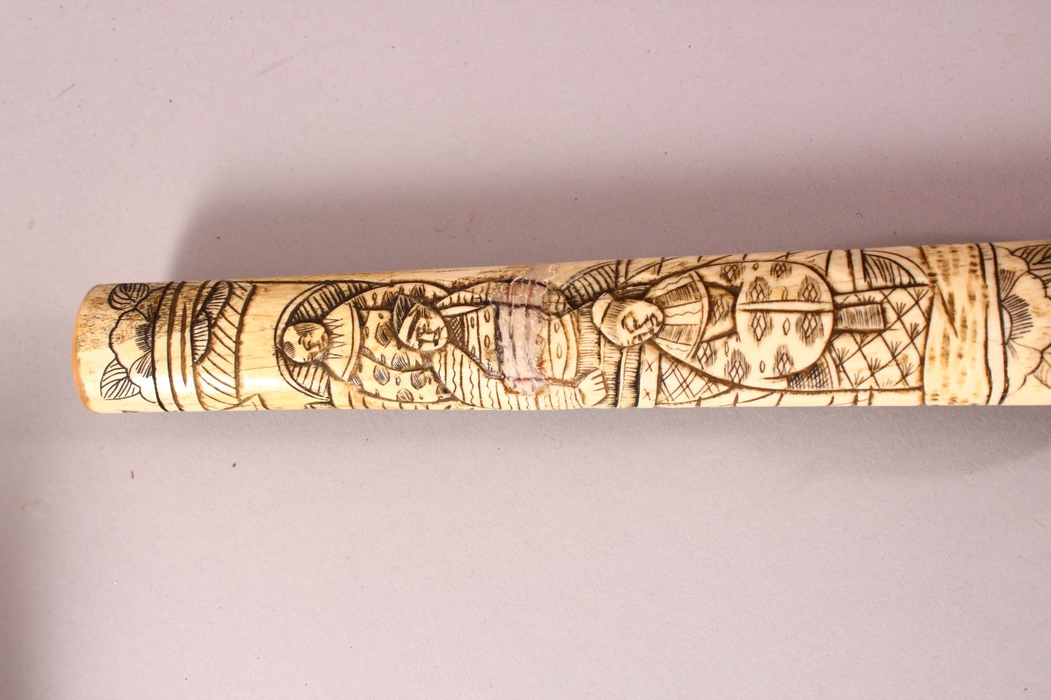 A JAPANESE MEIJI PERIOD SECTIONAL CARVED IVORY SWORD, carved with scenes of figures (AF) 85cm - Image 6 of 7