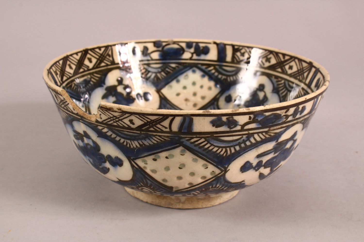 A 19TH CENTURY OR EARLIER TURKISH POTTERY BOWL, with floral motif decorations, (af) 18.5cm - Image 4 of 6