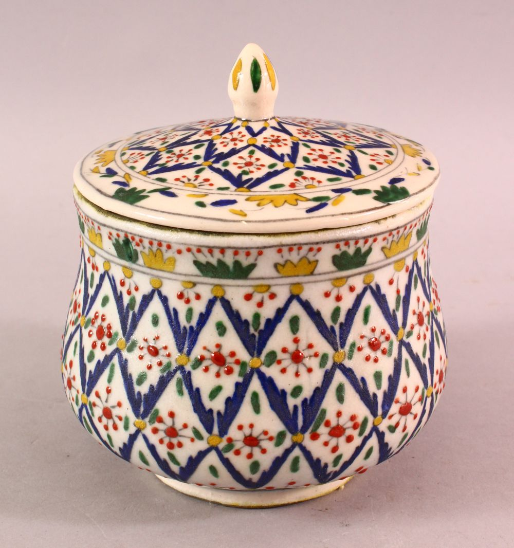 A TURKISH OTTOMAN DECORATED POTTERY BOWL & COVER, 13.5CM