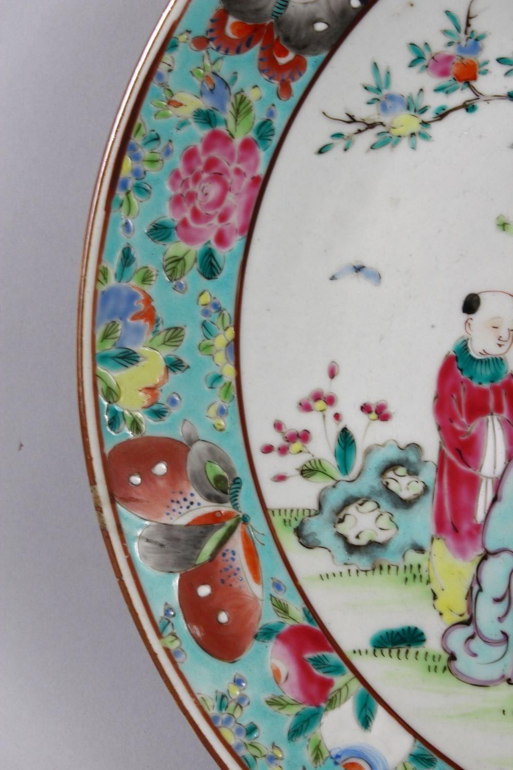 A 19TH CENTURY CHINESE FAMILLE ROSE PORCELAIN PLATE OF SCHOLARS, the decoration depicting a - Image 4 of 9
