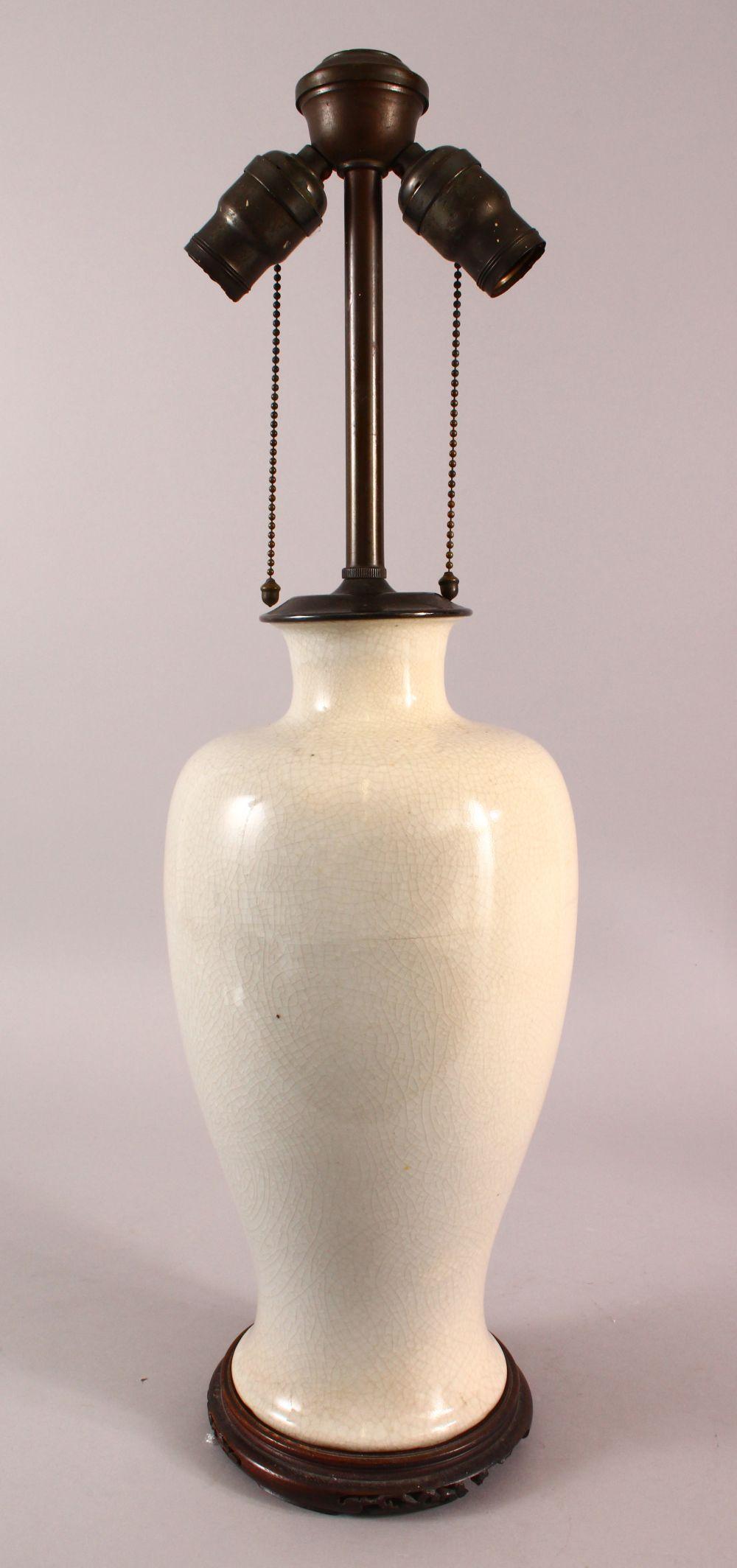 A CHINESE CRACKLE GLAZED PORCELAIN VASE / LAMP, 61CM