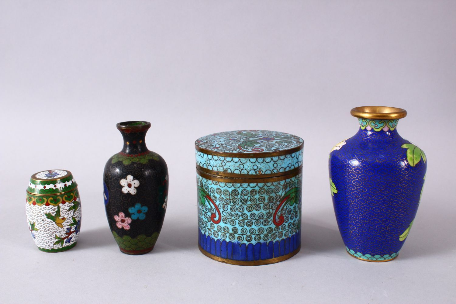 A MIXED LOT OF FOUR CHINESE CLOISONNE VASES / BOX - consisting of a cylindrical lidded blue ground - Image 2 of 5
