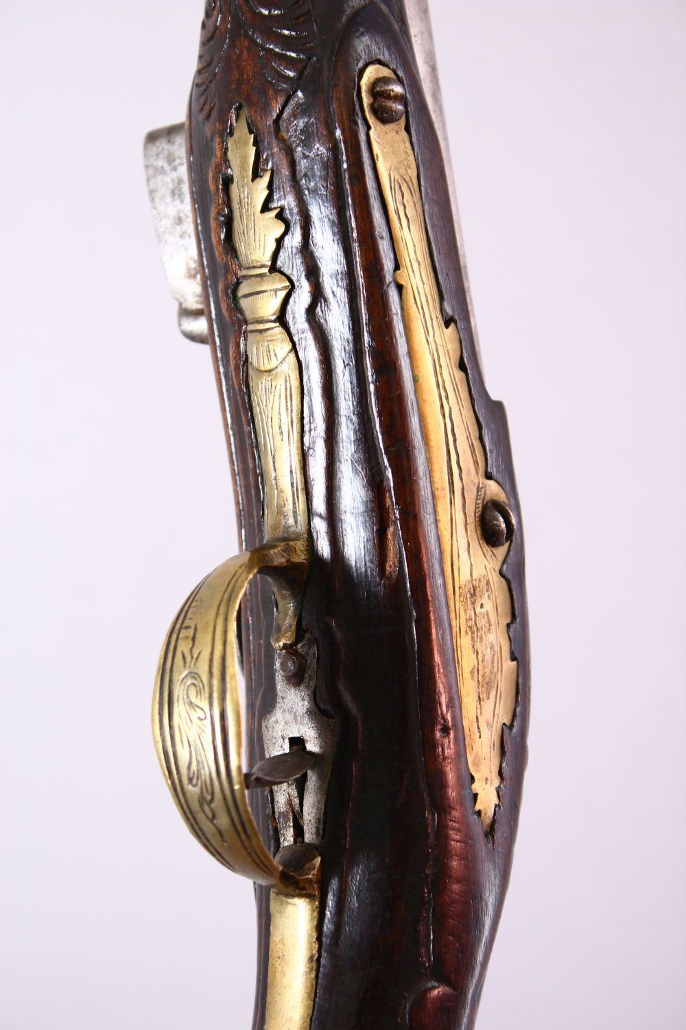 AN 18TH CENTURY ANGLO INDIAN FLINTLOCK PISTOL, engraved barrel, carved stock with wire inlaid - Image 3 of 4