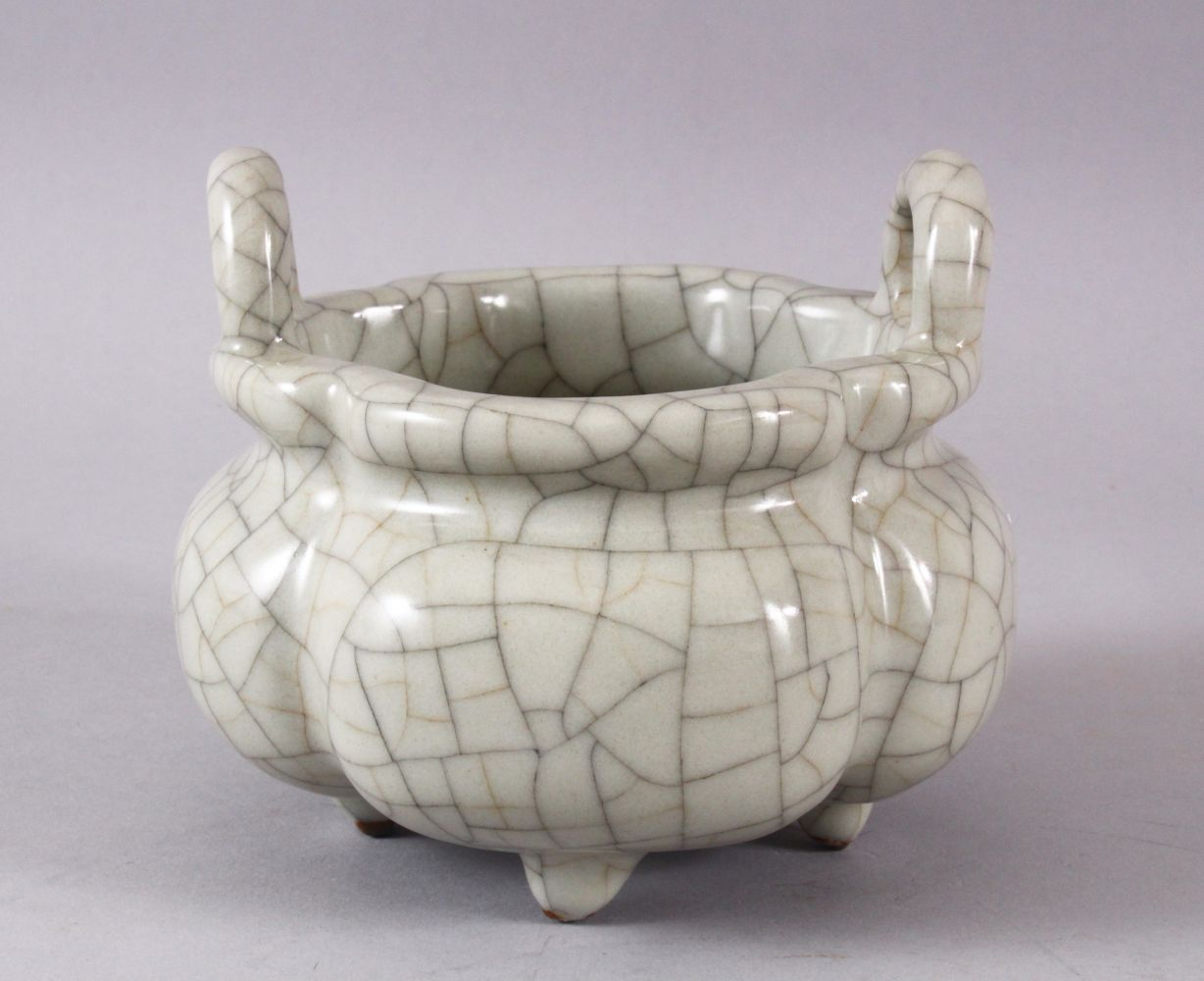A GOOD CHINESE QUATRELOBED CRACKLE GE GLAZED TRIPOD CENSER, with twin moulded handles and tripod