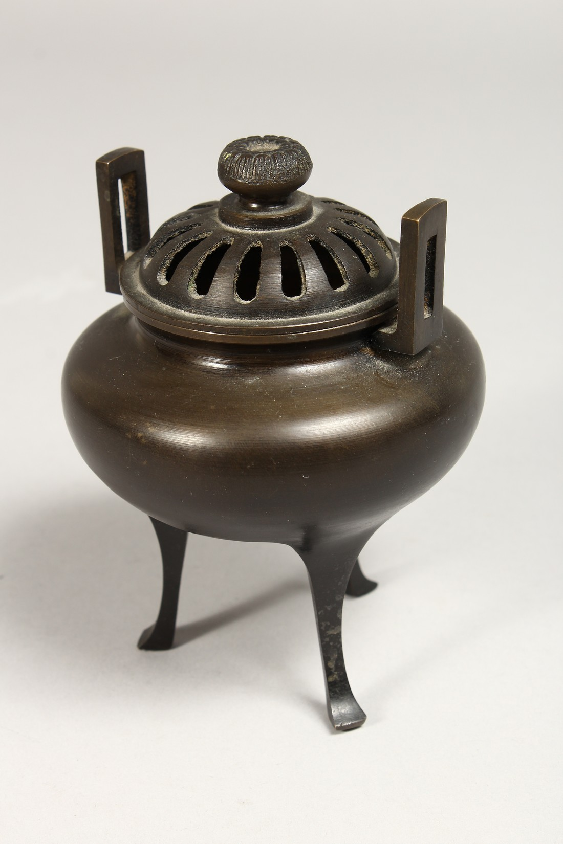 A CHINESE TWO HANDLED BRONZE CENSER AND COVER, 5ins high. - Image 5 of 7
