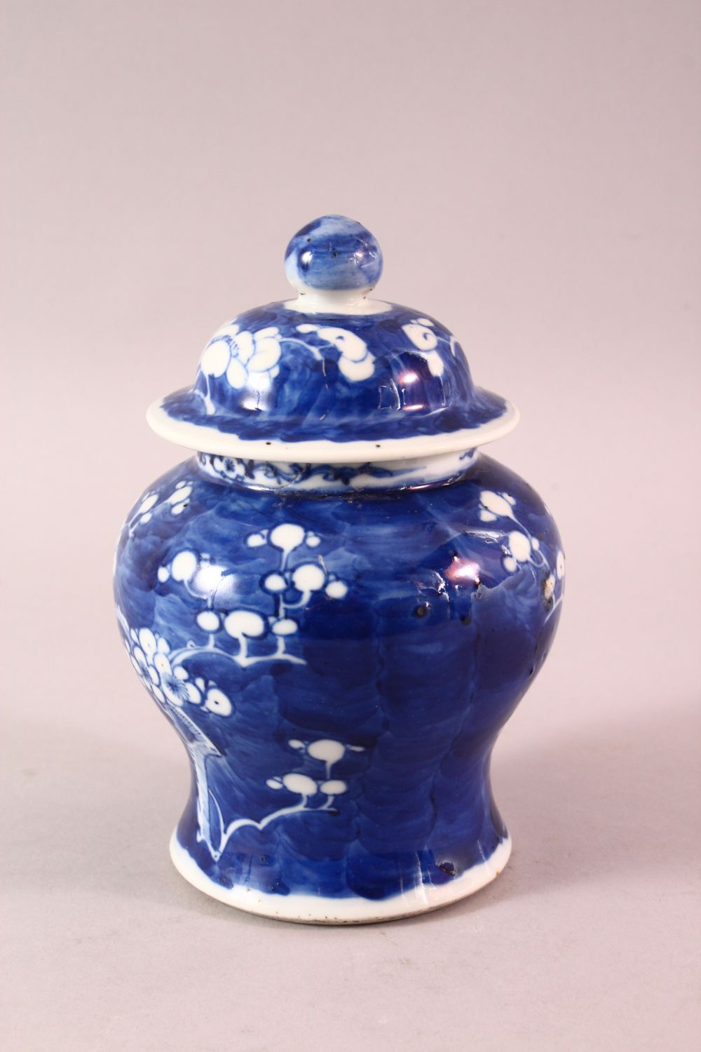 A 19TH / 20TH CENTURY CHINESE BLUE & WHITE PORCELAIN PRUNUS JAR & COVER, with prunus decoration, - Image 4 of 6