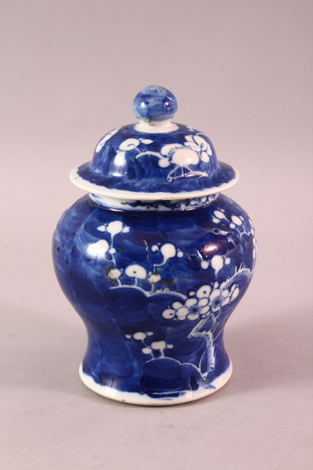 A 19TH / 20TH CENTURY CHINESE BLUE & WHITE PORCELAIN PRUNUS JAR & COVER, with prunus decoration, - Image 3 of 6