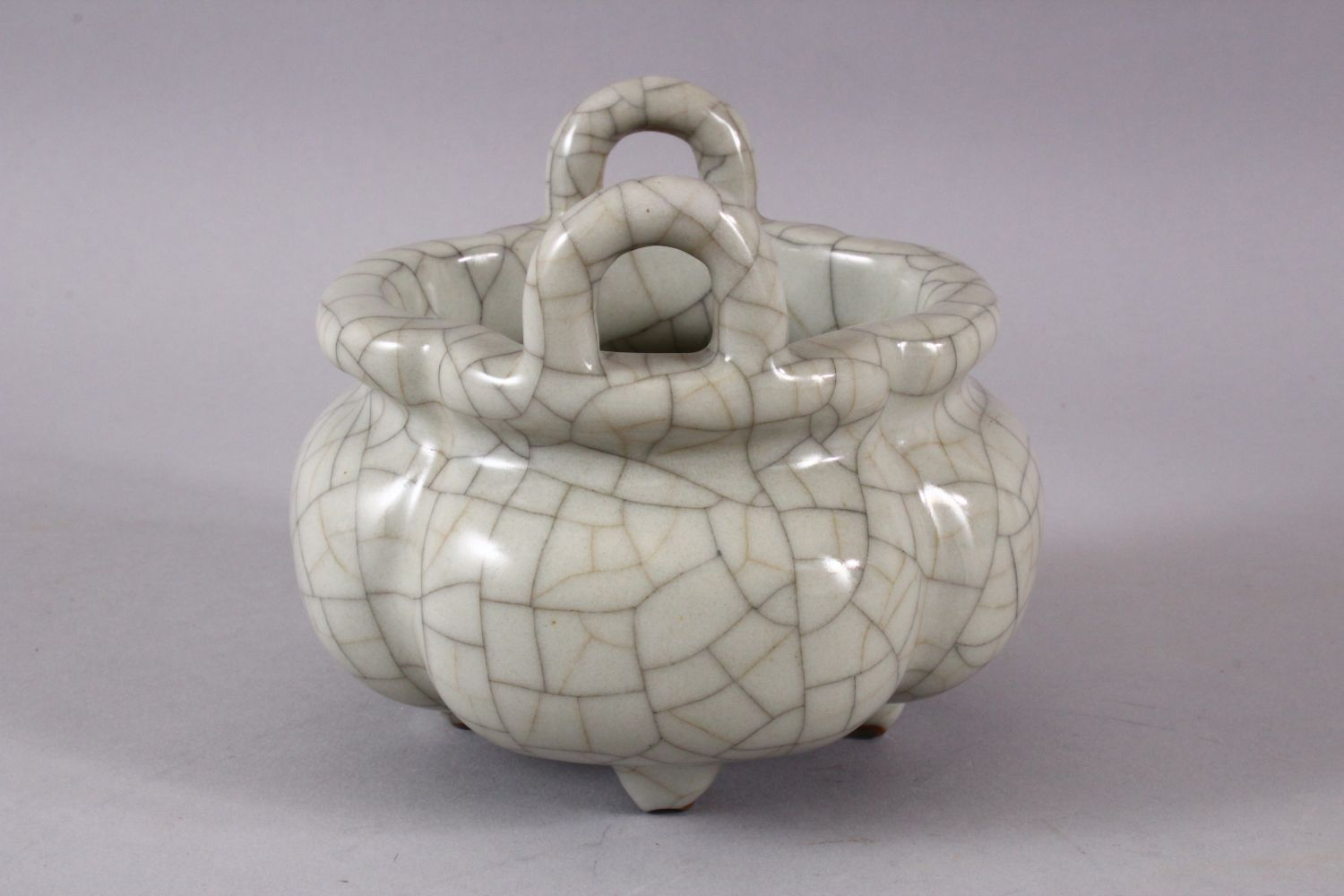 A GOOD CHINESE QUATRELOBED CRACKLE GE GLAZED TRIPOD CENSER, with twin moulded handles and tripod - Image 2 of 7