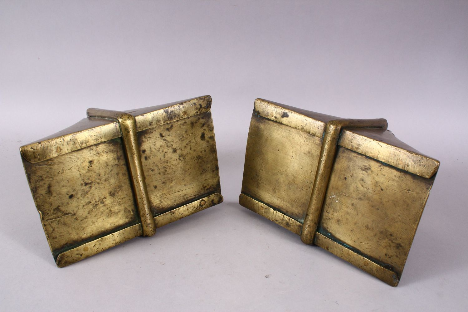 A GOOD PAIR OF 19TH CENTURY BRASS / BRONZE HORSE STIRRUP'S, 17cm high x 12cm wide. - Image 2 of 3