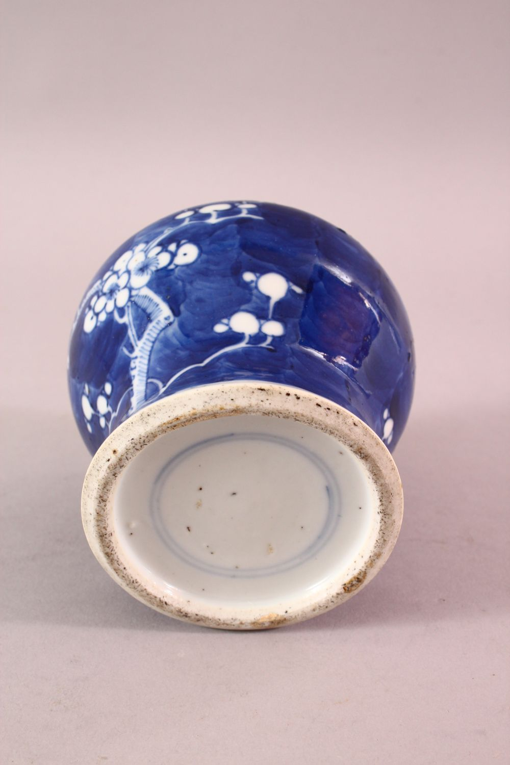 A 19TH / 20TH CENTURY CHINESE BLUE & WHITE PORCELAIN PRUNUS JAR & COVER, with prunus decoration, - Image 6 of 6