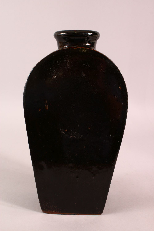 A CHINESE BLACK PORCELAIN VASE, 34.5CM - Image 4 of 6