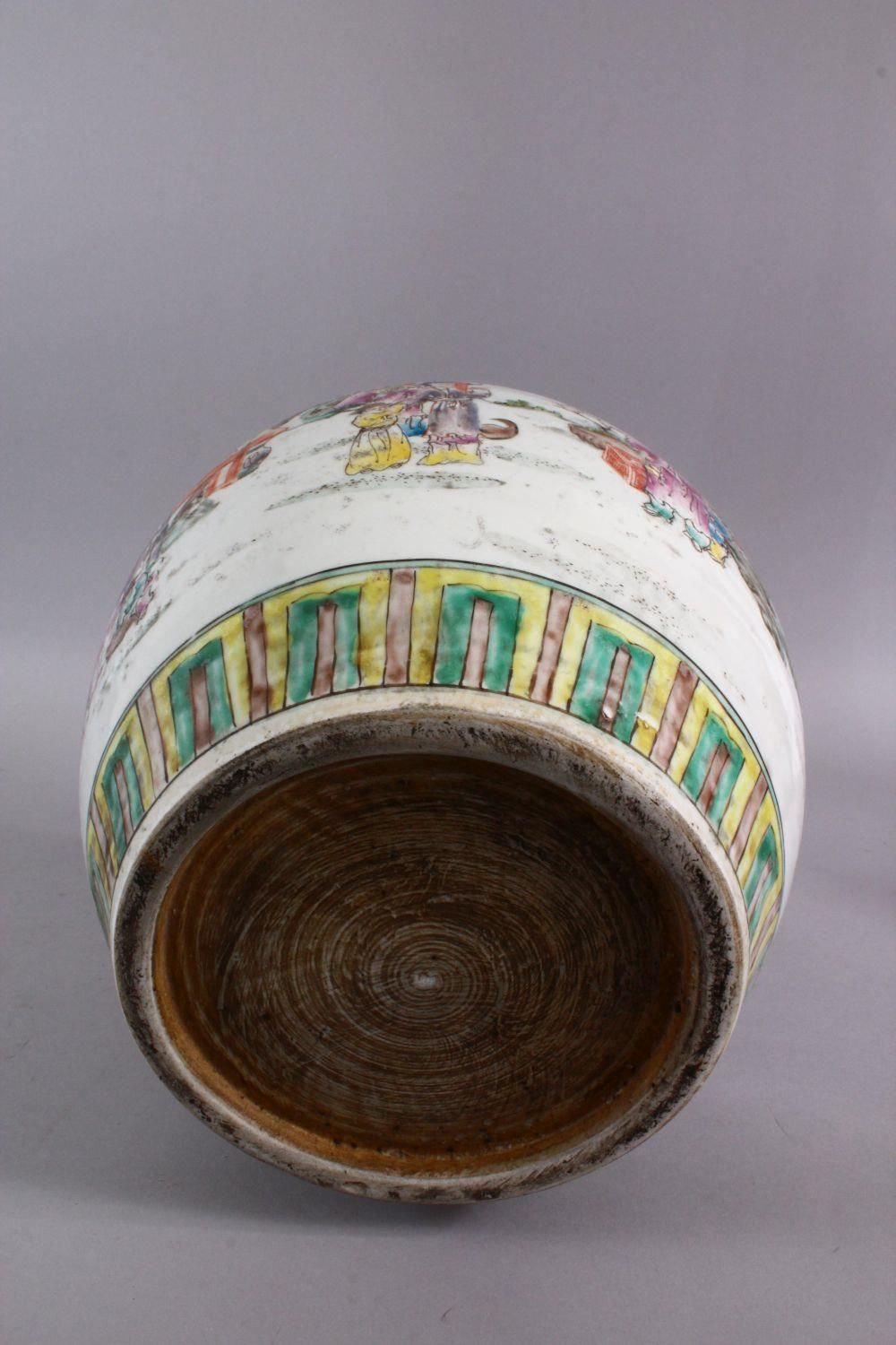 A CHINESE FAMILLE ROSE PORCELAIN GINGER JAR, decorated with figures in landscapes, with a six - Image 5 of 5