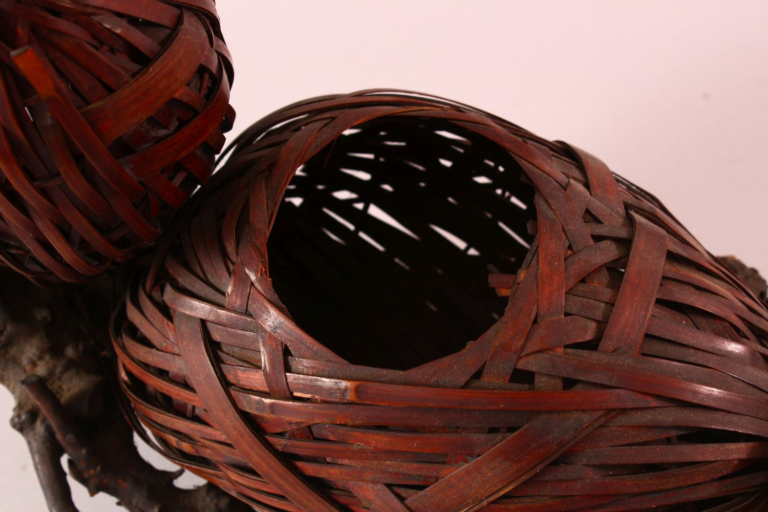 A JAPANESE MEIJI WOVEN DOUBLE GOURD FORMED IKEBANA BASKET, woven in the form of a double gourd, with - Image 3 of 4