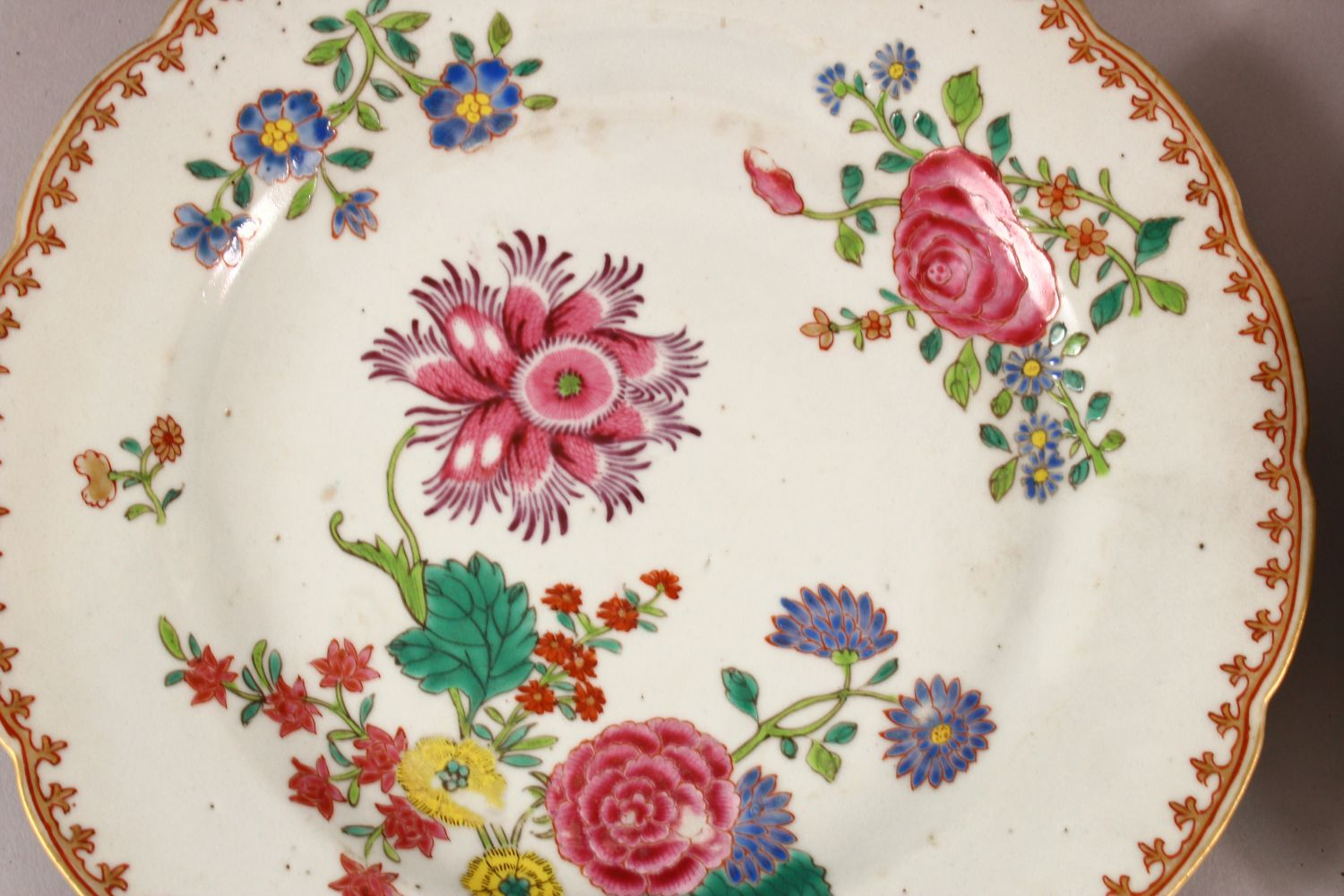 A SET OF FOUR 18TH / 19TH CENTURY CHINESE FAMILLE ROSE PLATES, with floral decoration, 23cm - Image 5 of 6