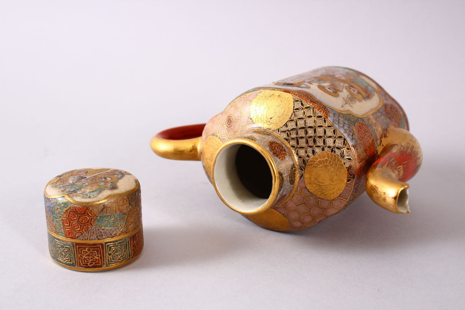 A JAPANESE MEIJI PERIOD SATSUMA TEAPOT & COVER, the body with two panels of immortal figures and - Image 7 of 9