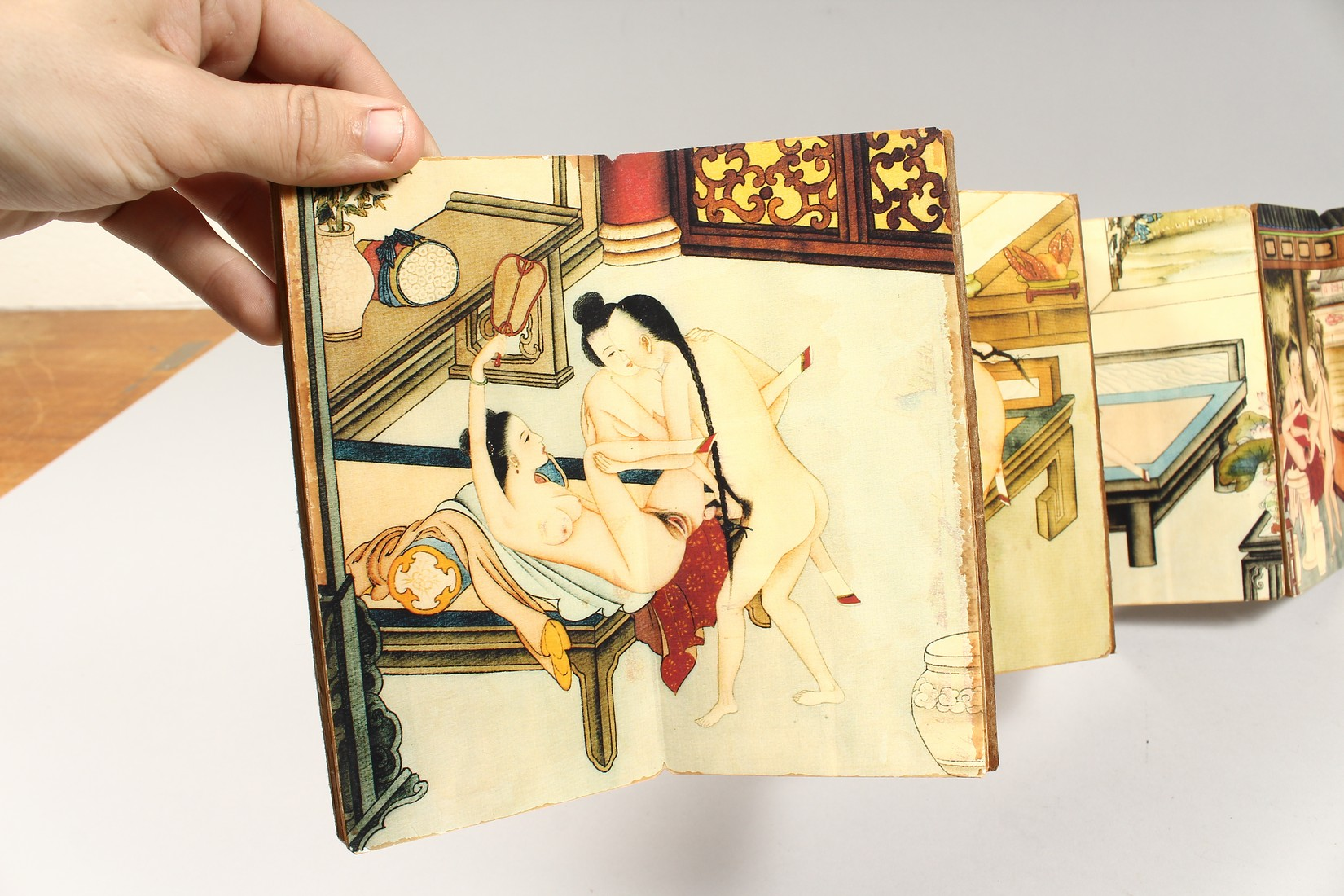 AN EROTIC CHINESE FOLDING BOOK. - Image 4 of 9