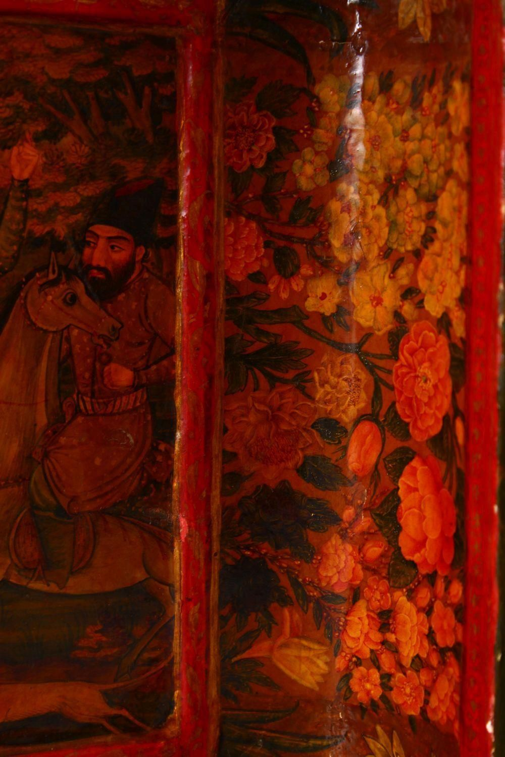 A GOOD PERSIAN QAJAR LACQUER PAINTED LIDDED BOX, decorated to the exterior with birds and detailed - Image 14 of 15