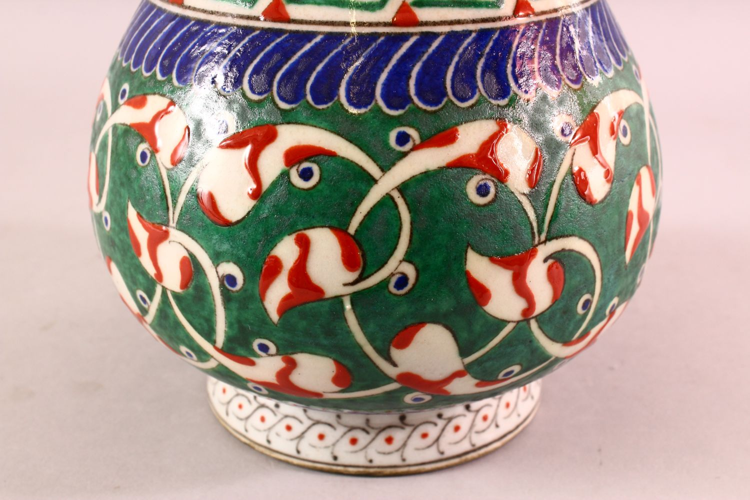 A TURKISH OTTOMAN 18TH CENTURY IZNIK VASE, with green and red motif decorations, 26cm - Image 3 of 4