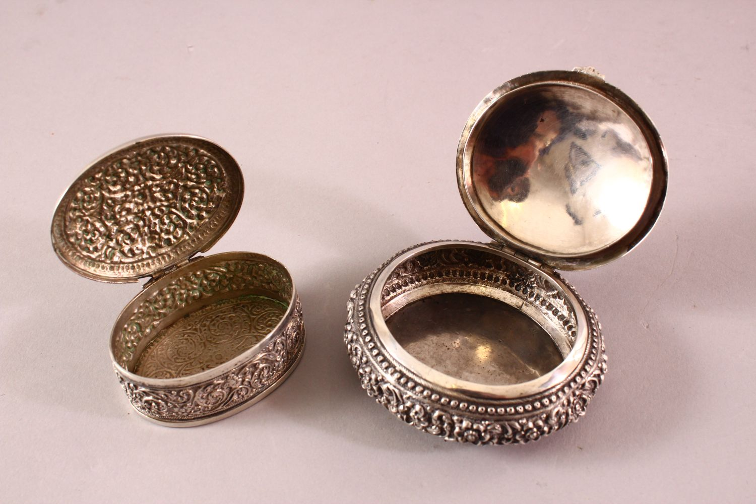 TWO 19TH CENTURY SRI LANKAN SILVER BOXES with filigree decoration, 7.5cm and 5.5cm wide. - Image 2 of 3