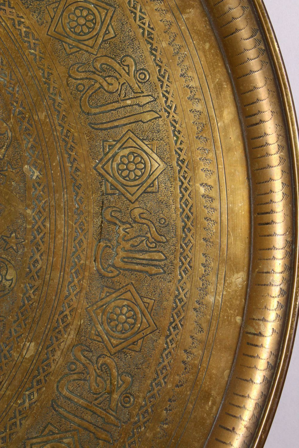 A LARGE 19TH CENTURY EGYPTIAN BRASS CHARGER / TRAY, with carved bands of calligraphy and motif - Image 6 of 7