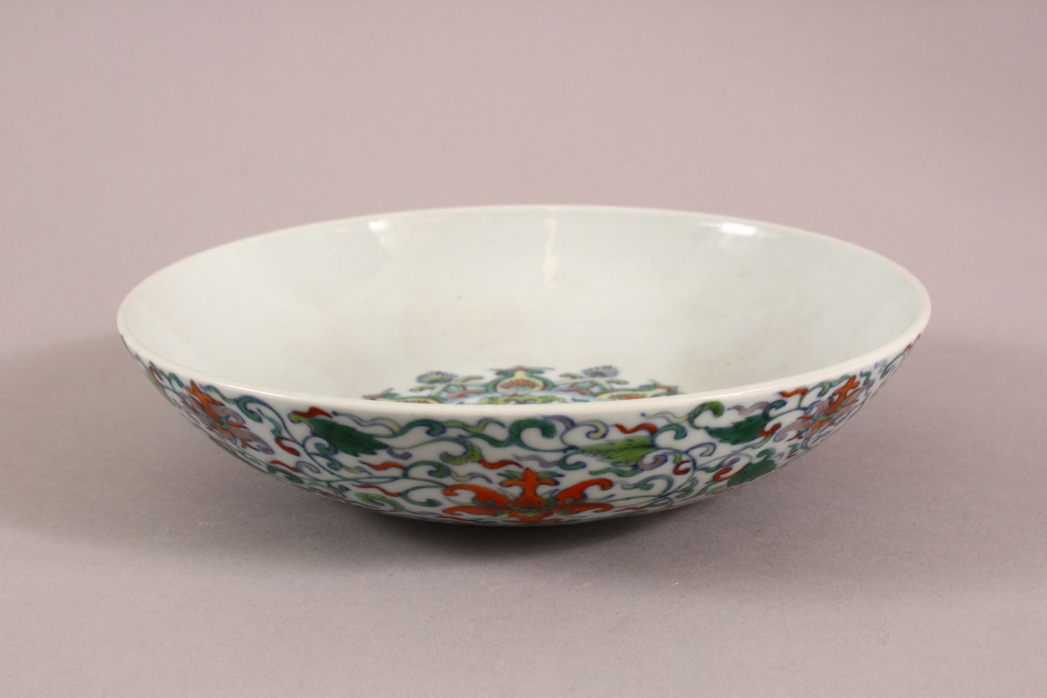 A CHINESE DOUCAI DISH decorated with lotus, yong zheng mark to base, 18cm diameter. - Image 3 of 5