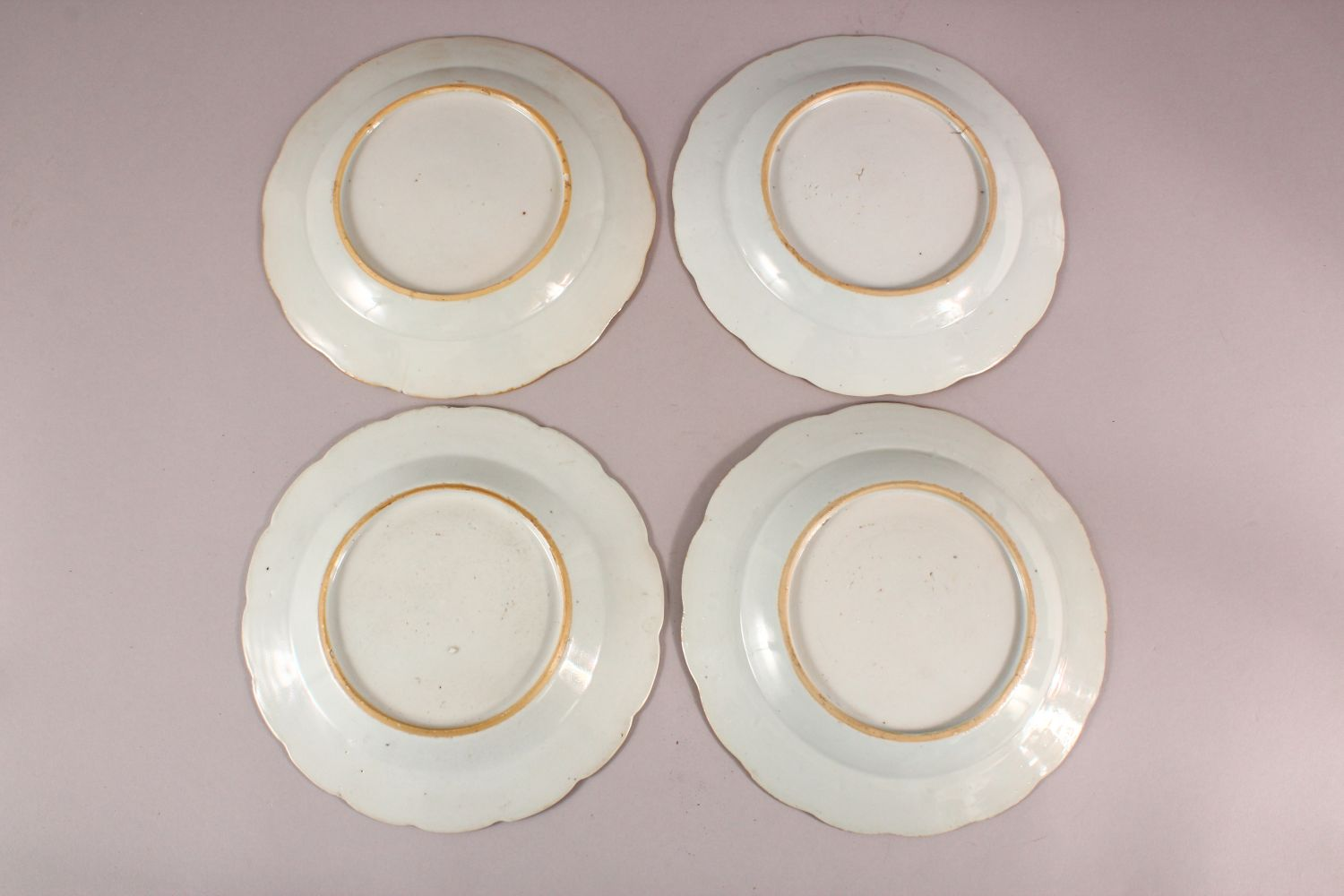 A SET OF FOUR 18TH / 19TH CENTURY CHINESE FAMILLE ROSE PLATES, with floral decoration, 23cm - Image 6 of 6