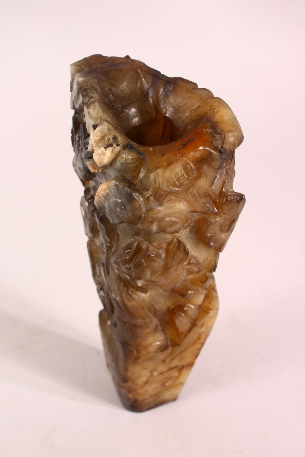 A CHINESE CARVED JADE VASE, carved with figures and foliage, 20.5cm - Image 7 of 8