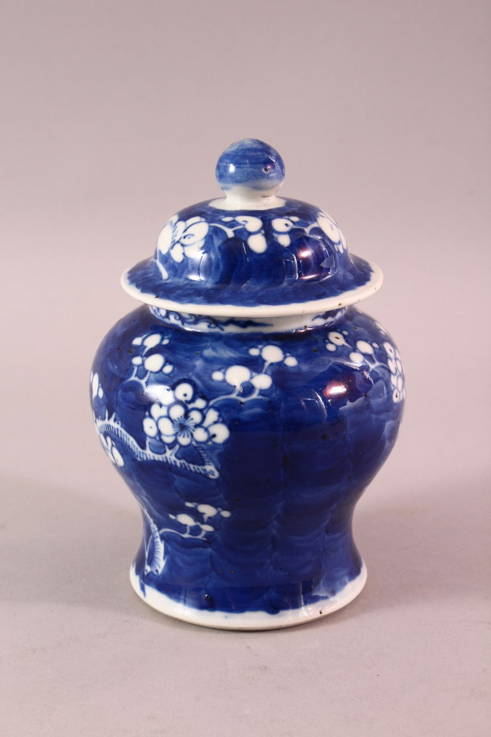 A 19TH / 20TH CENTURY CHINESE BLUE & WHITE PORCELAIN PRUNUS JAR & COVER, with prunus decoration, - Image 2 of 6