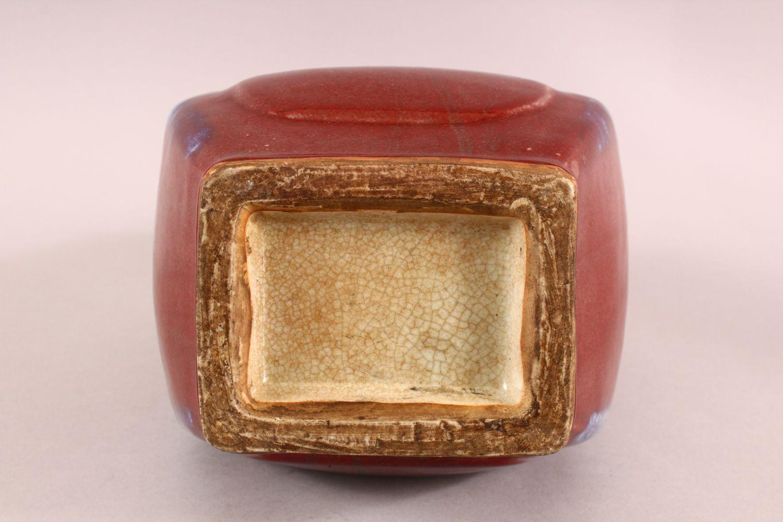 A CHINESE FLAMBE GLAZED PORCELAIN TWIN HANDLE VASE, 30CM - Image 6 of 6